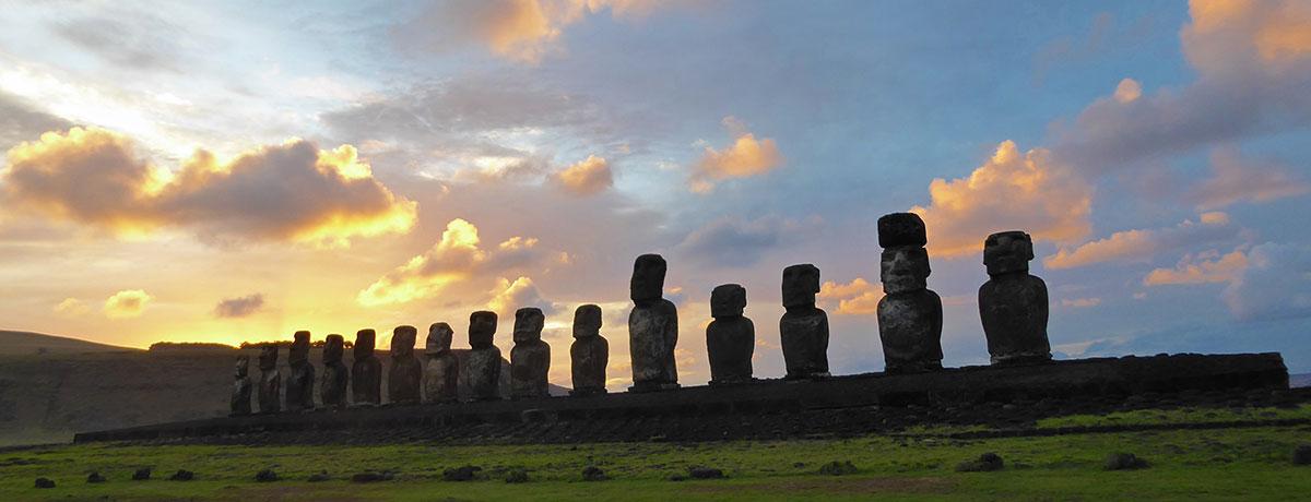 De Moai paaseiland beelden zijn een prachtig verschijnsel