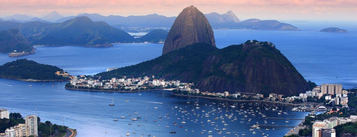 De Suikerbroodberg in Rio de Janeiro is onderdeel van het uitzicht vanaf het Christus beeld