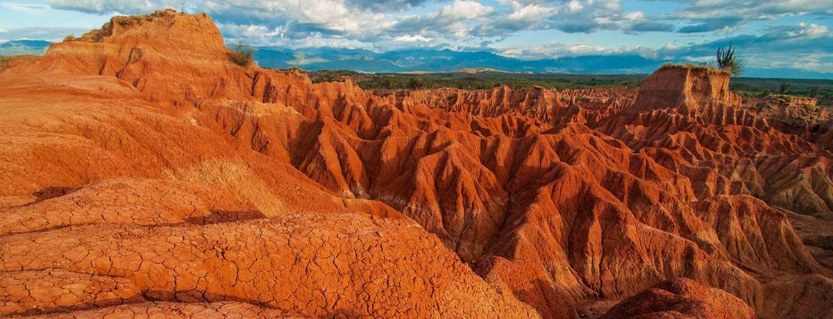 Backpacken Colombia brengt je o.a. bij de Tatacoa woestijn
