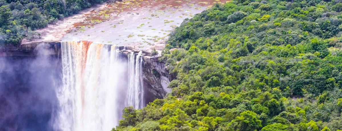 Backpacken in het avontuurlijke land Guyana brengt je o.a. naar de Kaieteur watervallen