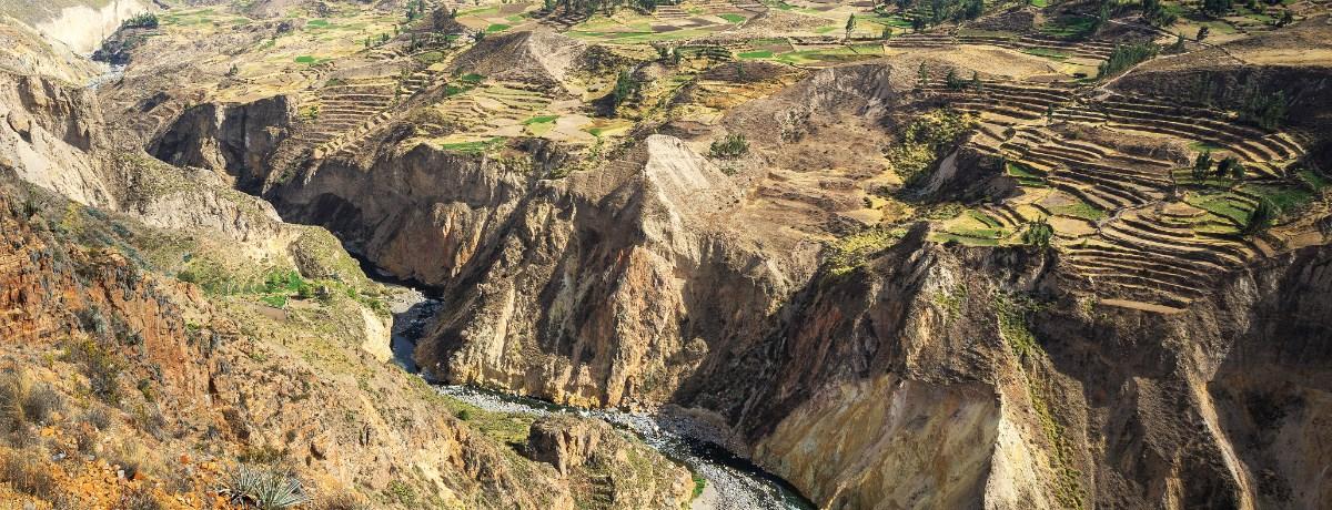 Colca Canyon Peru - meer dan twee keer zo diep als de Grand Canyon. Je kunt er dagelijks condors spotten