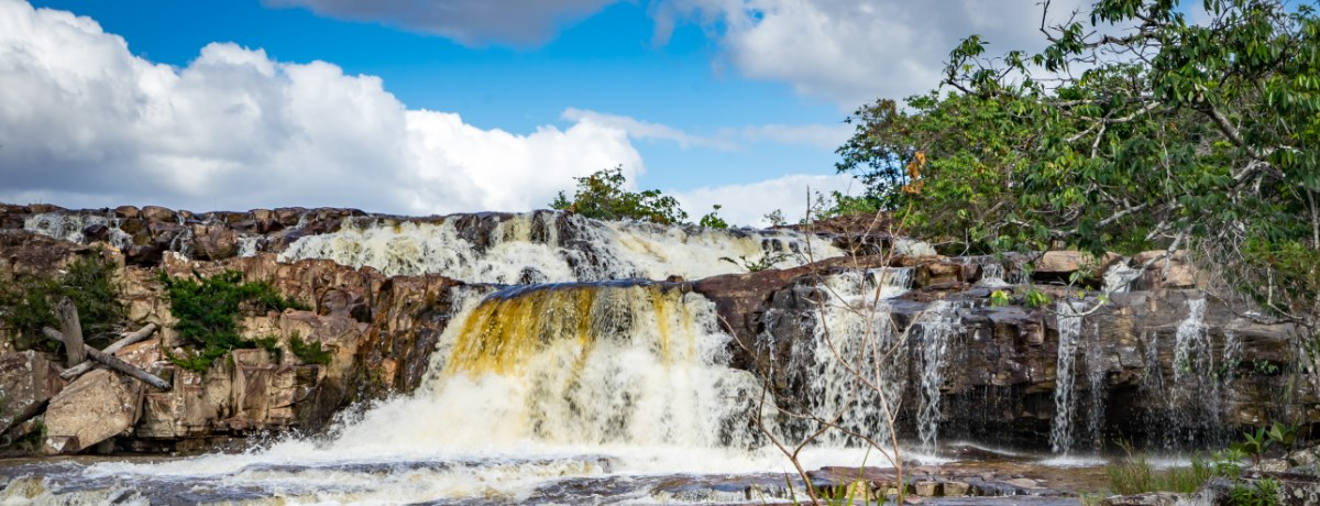 Orinduik watervallen in Guyana's regenwoud