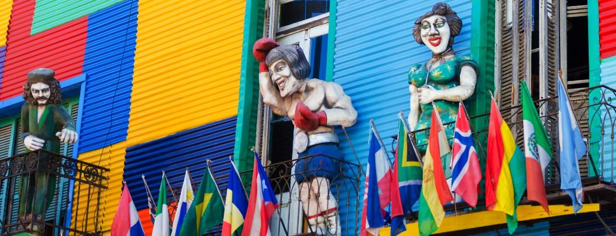 Kleurrijk gebouw in de wijk La Boca in Buenos Aires