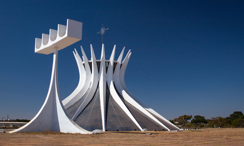 De kathedraal van Brasilia (Portugees: Catedral Metropolitana de Nossa Senhora Aparecida) is een rooms-katholieke kerk in Brasilia, ontworpen door de Braziliaanse architect Oscar Niemeyer.